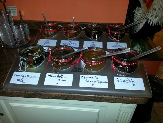 Hotel Villa Monte Vino: 8 different homemade jams