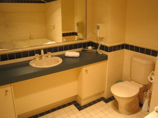Forte Leeuwin Apartments: Queen Suite Bathroom 2
