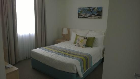 Quality Suites Pioneer Sands: Bedroom