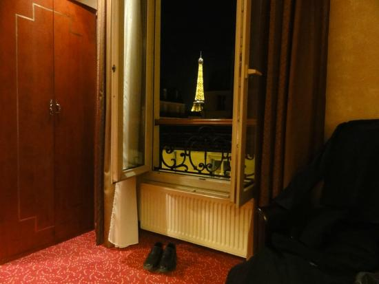 Hotel Muguet: The Eiffel Tower from the room