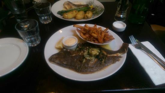 Fishbone Bar & Grill : Flounder