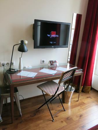 Le 123 Sebastopol - Astotel: dressing table  / TV