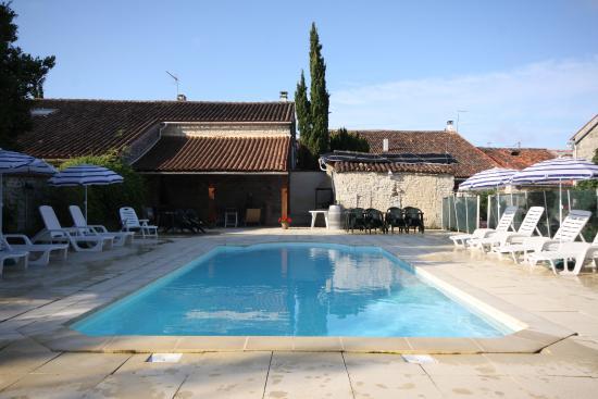 Louzignac, France : Pool Terrace with shaded area, bar and jacuzzi area
