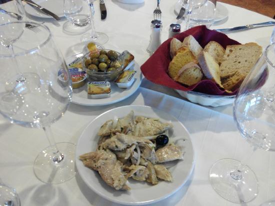 Restaurante O Infante: entrante, atun con tarrinas de mantequilla y pate de sardina.