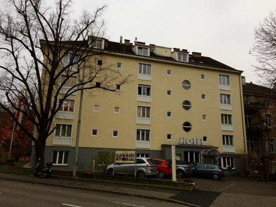 Hotel Spalentor Basel: View from the street