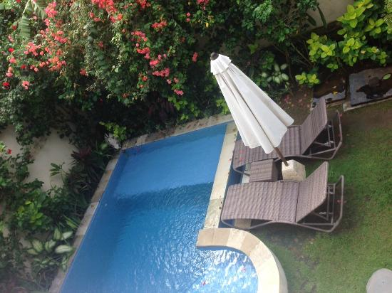 Umadasa Seminyak: Cute garden with pool...