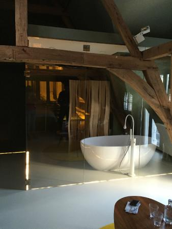 La Suite Sans Cravatte: Bathroom 1