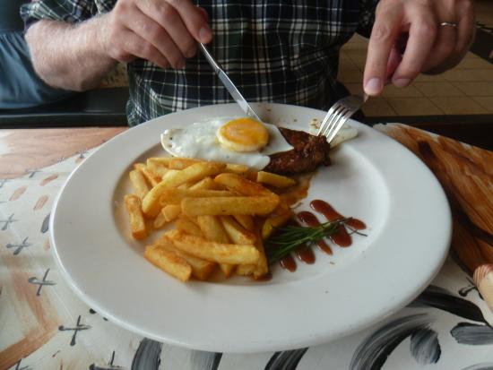 Steak and Ale: Steak, egg and chips