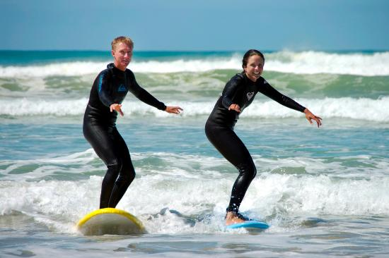Middleton, Australia: Learn to surf with Dan & Meg!