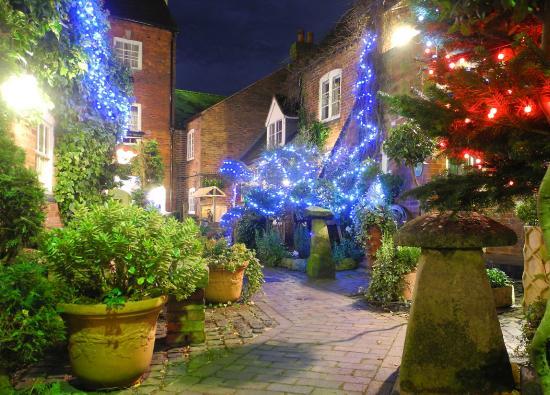 Greyhound Coaching Inn: The Courtyard Christmas Lights
