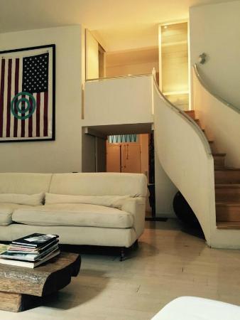 Soggiorno Rondinelli: scala che da accesso al secondo piano