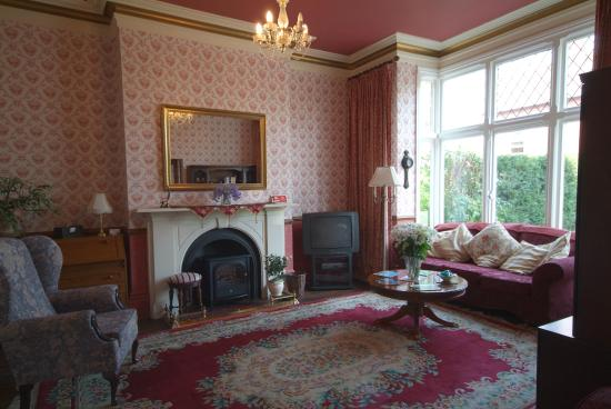 Kings Guest House: Reception  & Guest Lounge Area