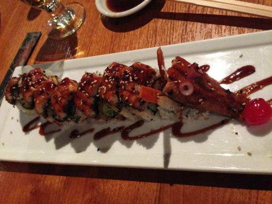 Kabuki Japanese Restaurant: dragon roll