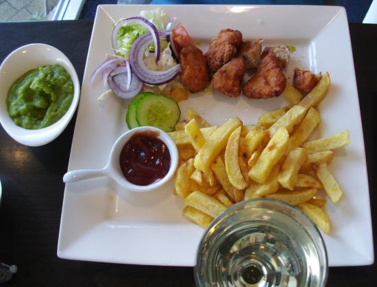 Attractive decor picture of lakeside fish and chips for Fish chips restaurant