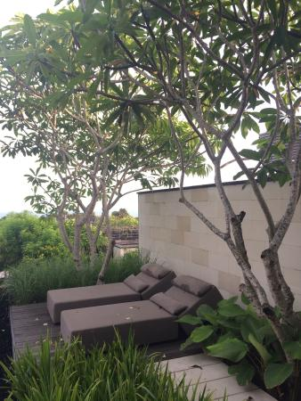 Alila Villas Uluwatu: Sunbed in the villa