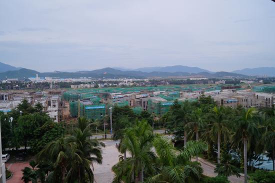 Holiday Inn Resort Sanya Bay: Pokój z widokiem na góry. Fatalny wybór.