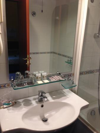 Grand Hotel Tiberio: Badezimmer Nr. 120