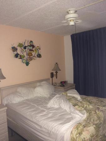 Beachers Lodge: Nice, comfy queen bed!