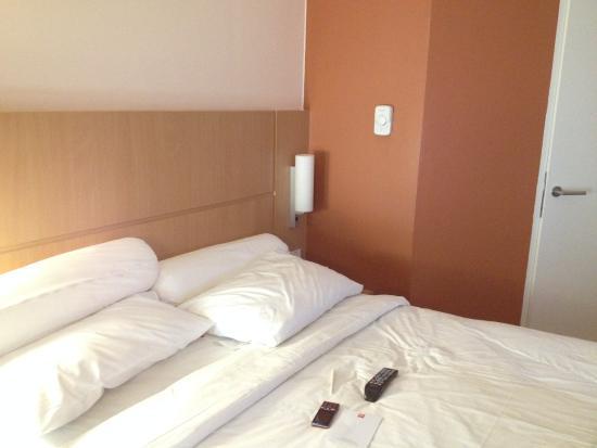 Hotel Ibis Bandung Trans Studio Tidur Lebih Nyaman Dengan Adanya Guling
