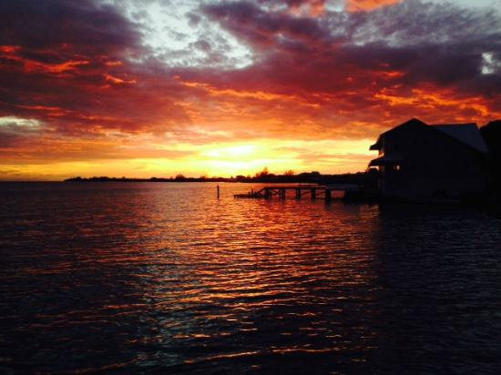 Pirate's Bay Inn Dive Resort: Sunset during my stay in October 2014...taken by a friend