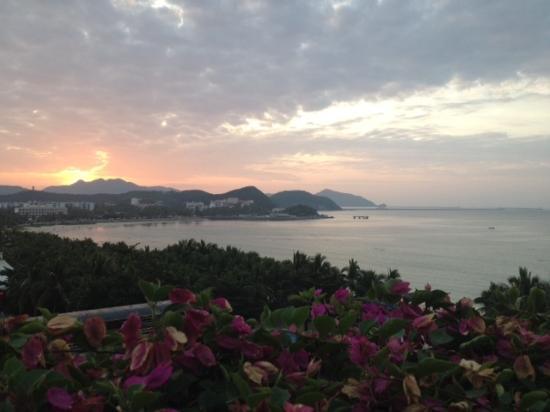 Sanya Pearl River Garden Hotel: Рассвет