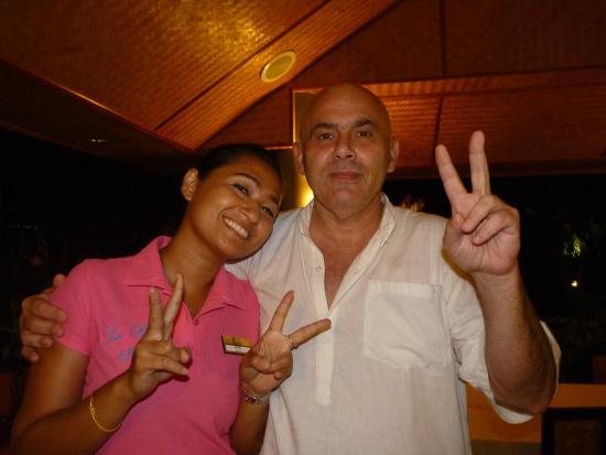 Sai Rougn Residence: avec mo serveuse de l hotel