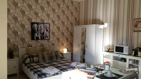 B&B VIVA Pompei: Camera Dante ospita 2-6 persone.