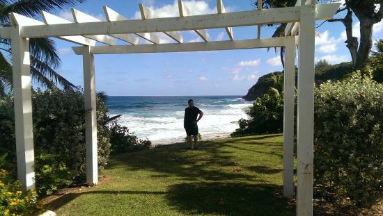Hotel El Guajataca : Watching the ocean (not bathing beach) from the premises.