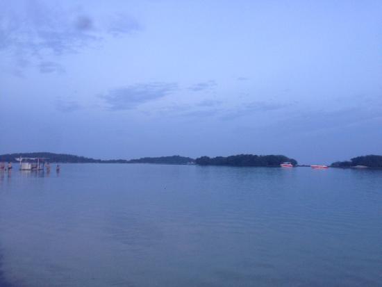 Muang Samui Spa Resort: Dalla spiaggia