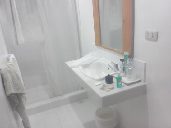 Hotel Sea Breeze: big bathroom