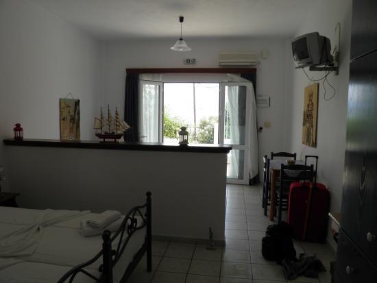 Myrto Apartments: Veiw inside