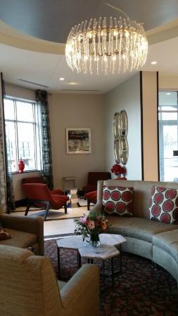 Residence Inn Boston Logan Airport/Chelsea : Lobby Desk Seating