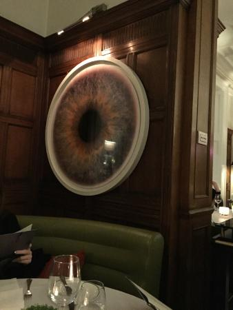 HIX Mayfair: a planett or an eye?