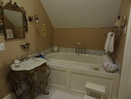 Mount Merino Manor : Wonderful soaking tub