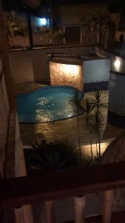 Pousada do Tie: Vista noturna da piscina