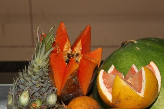 Hotel Club Tropical: verdorbenes Obst mit Ungeziefer