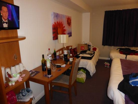 Premier Inn Glastonbury Hotel: family room