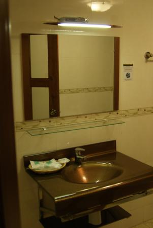 CCC Hotel: salle de bain propre et joliment décorée