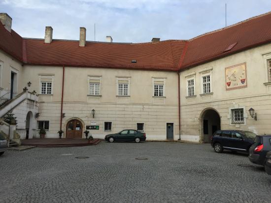 Schlosshotel Mailberg : Castle courtyard