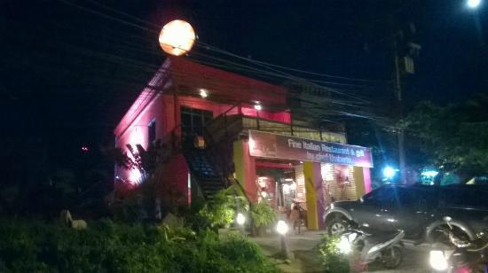 Red Devil Grill & Lounge: palazzina del ristorante