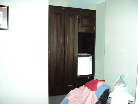Hotel Monte Real: frigobar no quarto