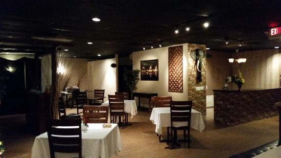 The 10 best restaurants near doubletree by hilton las for Amazing thai cuisine north hollywood