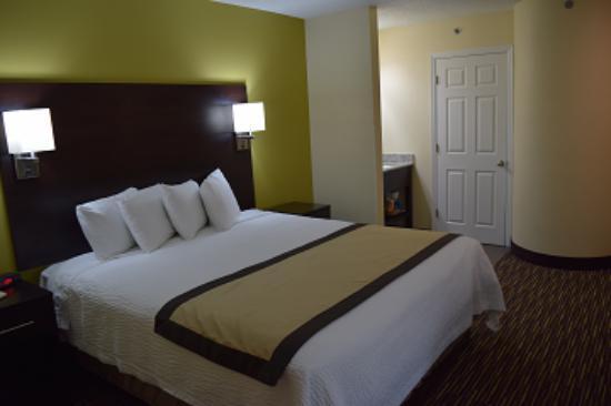 Photo of Nuevo Inn And Suites Newark