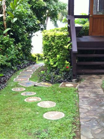 Coconut Grove Beachfront Cottages : Pathway to Cottages