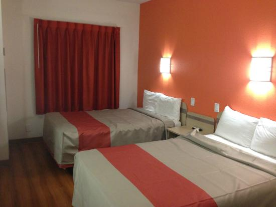 Motel 6 Montgomery Airport - Hope Hull : bedroom overview