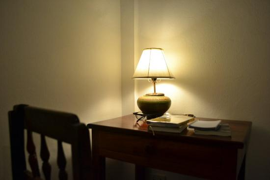 Sita-Norasingh Inn: Little desk