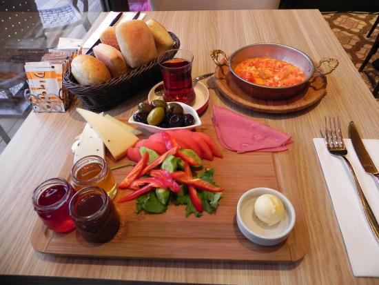 Port Hotel Tophane-i Amire: Turkish breakfast