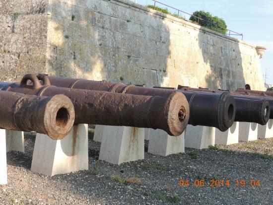 Kastel : canhões da entrada