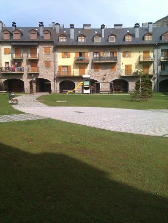 Apartamentos Los Huertos: jardin publico del apartamento