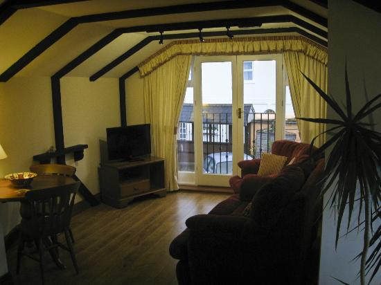 Potters Mooring Hotel: Cosy lounge in Smugglers